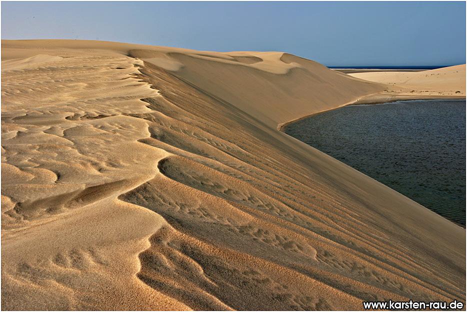 external image CRW_3001_inland_sea_qatar.jpg